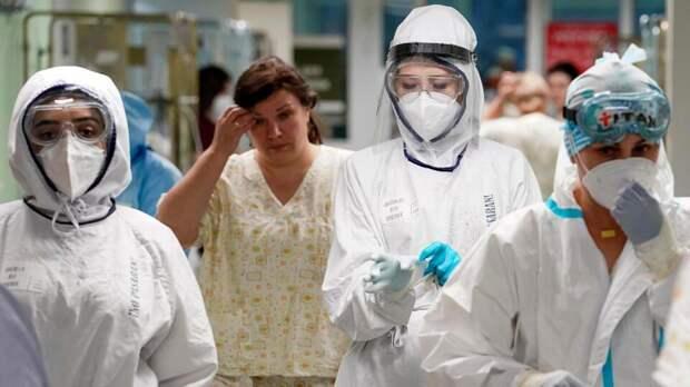 Биолог объяснила, кому можно отложить вакцинацию