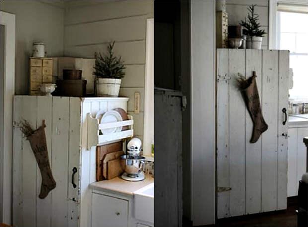 Холодильник в винтажном шкафчике.