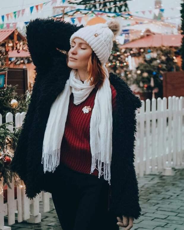 Белый шарф — актуальное дополнение к женским нарядам: 13 обворожительных идей