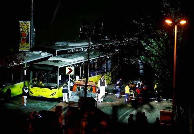 Экстренные службы работают у стадиона, где произошёл двойной теракт.