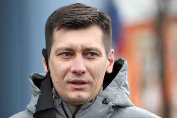 Экс-депутат Госдумы Дмитрий Гудков покинул Россию