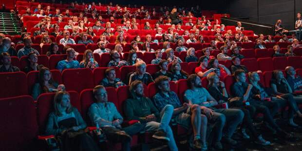 Кинотеатр на Коминтерна отметил день рождения