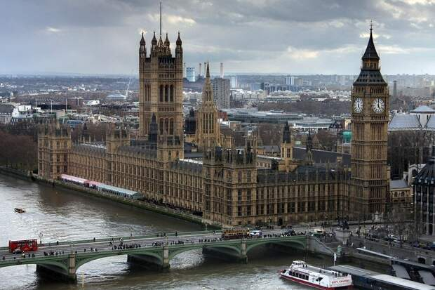 Заместителя министра здравоохранения Великобритании лечат от коронавируса