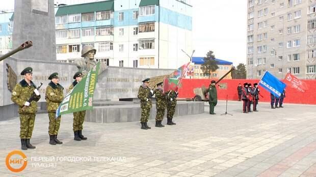 Ноябрьск принял участие в эстафете «Знамя Победы»