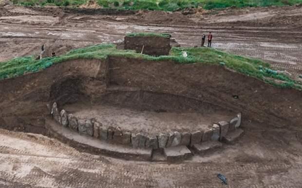 «Днепровский Стоунхендж»:Каменное сооружение нашли под 5000-летним курганом на Украине