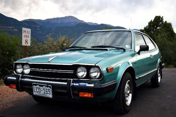 В этой не самой запоминающейся машине был встроен прародитель навигатора. /Фото: jalopnik.com
