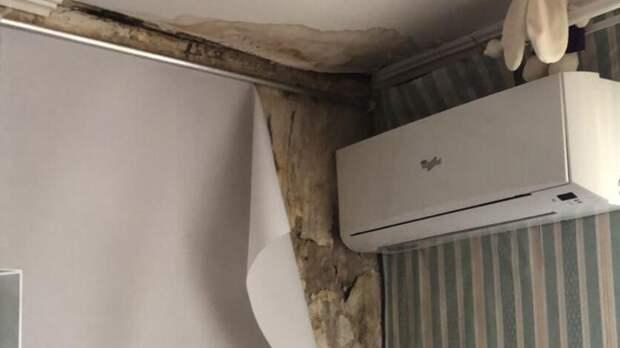 ВЛенинском районе Ростова может рухнуть дом из-за протекающей крыши