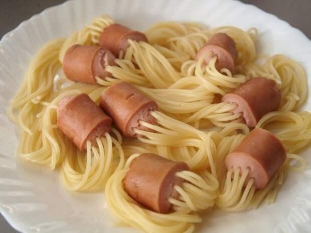 Креативные спагетти с сосисками.