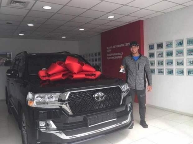 Кыдыргали Онгарбаеву подарили Land Cruiser, но есть один момент