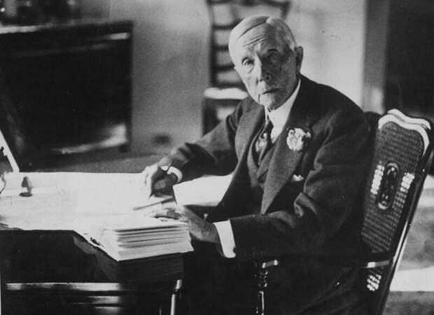Джон Д. Рокфеллер, нефтяной магнат, был первым в мире миллиардером
