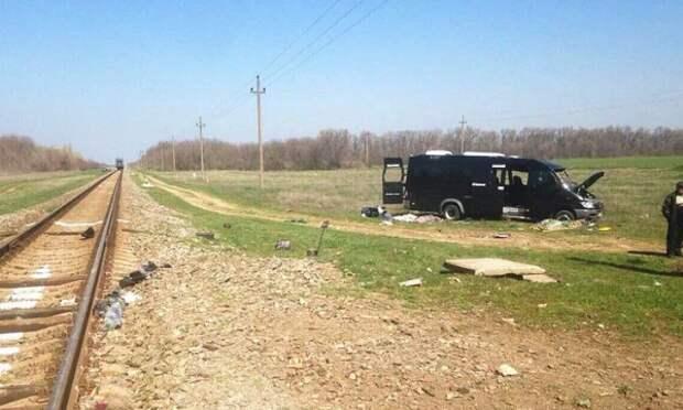 Подборка снимков с места трагического ДТП в Красноперекопском районе (ФОТО)