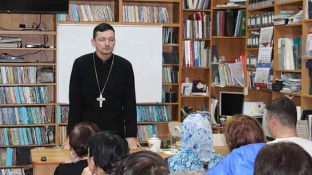 Сбежавший вЕвропу ростовский священник-гомосексуалист неподдерживает Навального