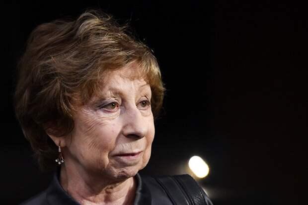 «Меня эта Бузова не волнует»: Ахеджакова ответила на сообщение о гонораре экс-ведущей «Дома 2» в театре
