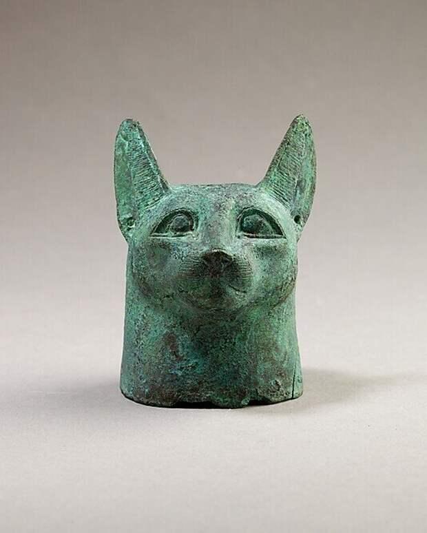 Кошачья голова из медного сплава, сделанная в Египте эпохи Птолемеев