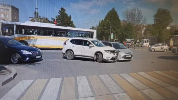 Поехал не на свой сигнал светофора: ДТП спровоцировал водитель внедорожника