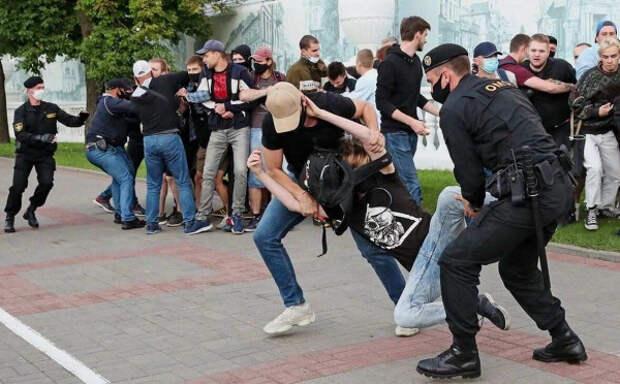 В Белоруссии прошли массовые столкновения митингующих с милицией (ВИДЕО)