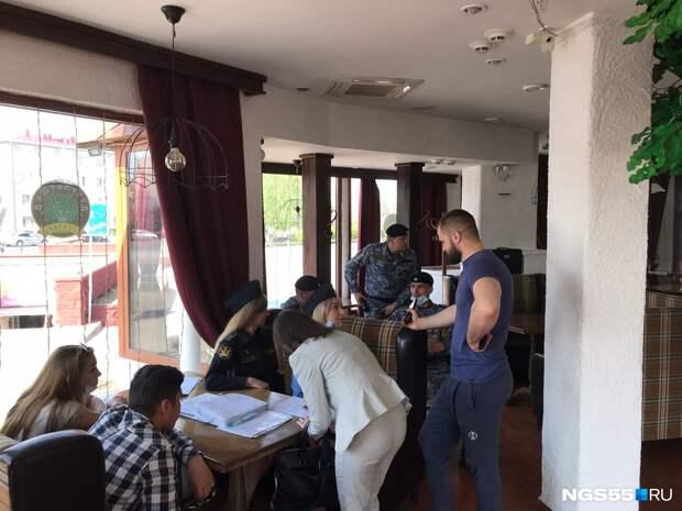 У кинотеатра «Маяковский» сносят кафе-самострой «Дубравушка»