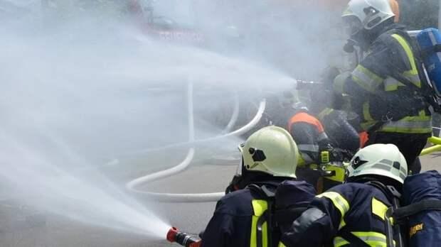 Один человек пострадал при пожаре на крыше московского кафе