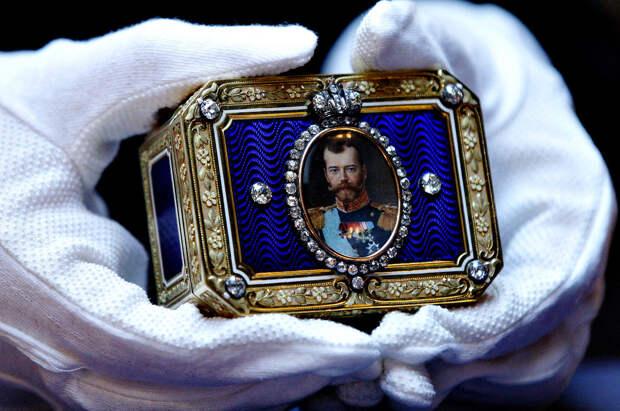 Шкатулка на аукционе Кристис