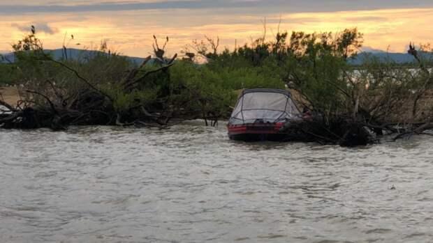 Трёхлетнего мальчика рядом с пустой лодкой на озере в Приморье нашел майор полиции
