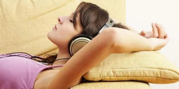 Новое исследование: почему слушать музыку перед сном не стоит