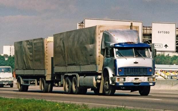 Для увеличения грузоподъемности одиночные МАЗы переделывали в те времена в трехосные. 90-е, грузовик, дальнобойщики, тюнинг