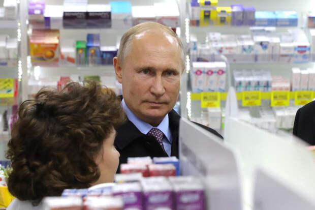 «Путин не стал бы прививаться российской вакциной»: реакция соцсетей на вакцинацию президента