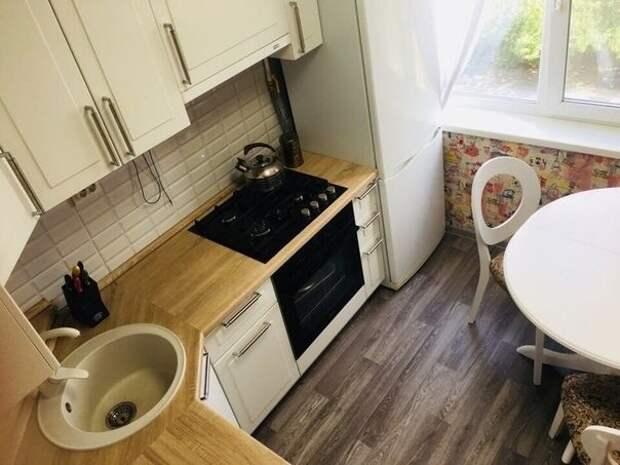 На маленькой кухоньке