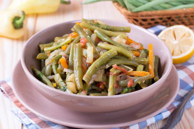 Тушеный салат из спаржевой фасоли