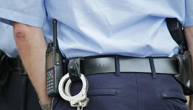 Полицейские и росгвардейцы проверяют соблюдение масочного режима в Подольске