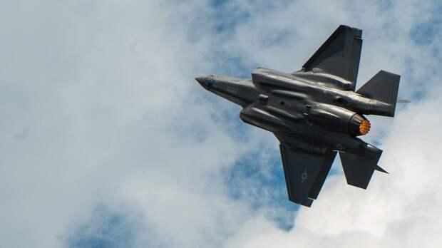 """""""Исторический перехват"""" российского самолета итальянским F-35 вызвал насмешки в Сети"""