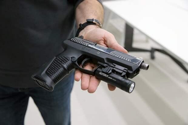 Захват оружейного рынка США: в РФ предложили выпускать пистолеты «Удав» за границей