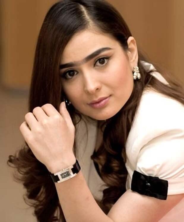 таджикская певица Манижа Давлатова. Фото