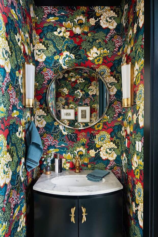 Необычные стены в ванной комнате, от которых рябит в глазах, но смотрится это красиво