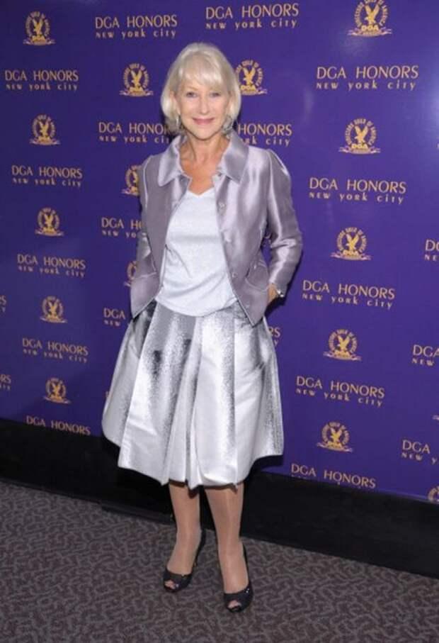 Миниатюрной британской актрисе  Хелен Миррен однозначно не подходит пышная юбка. Несмотря на свою хрупкость актриса выглядит в таком наряде пышечкой. /Фото: i.pinimg.com