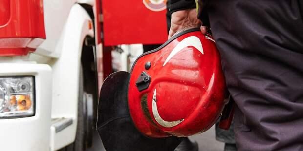 Трех человек спасли ночью из пожара в доме на Константинова
