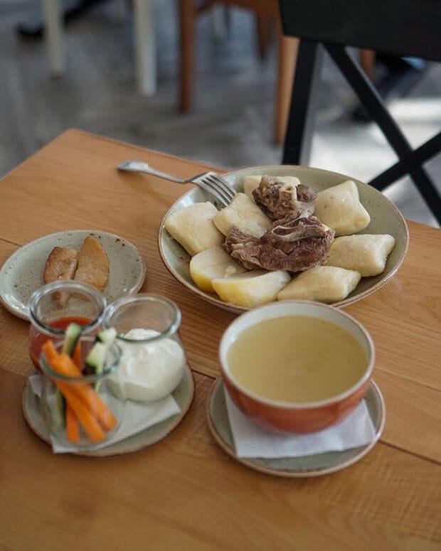 Какую национальную уличную еду можно купить в разных регионах России?