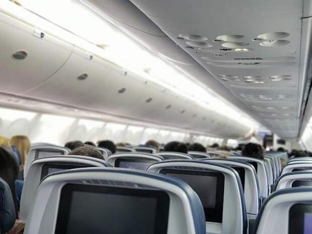 С рейса Москва - Владивосток сняли двух дебоширов