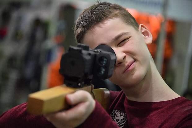 """""""Чтоб нельзя было купить"""": После трагедии в Казани бумажные справки на оружие решили отменить"""