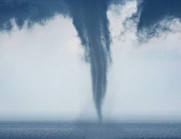 Над морем в Сочи наблюдали смерч