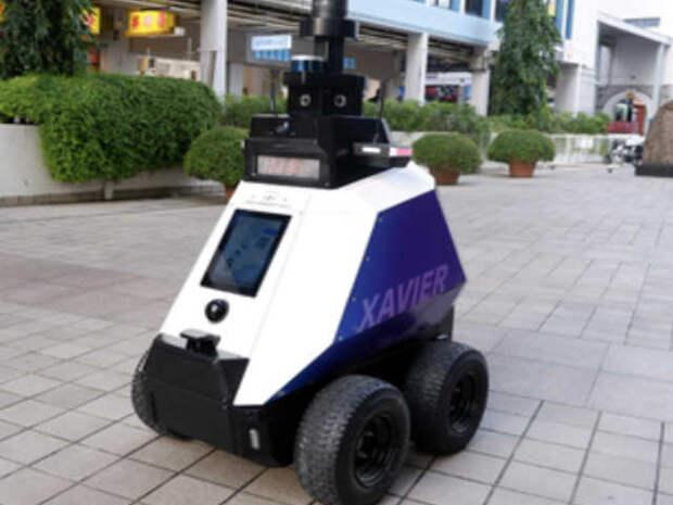 Роботы-полицейские патрулируют улицы Сингапура, пока еще без оружия