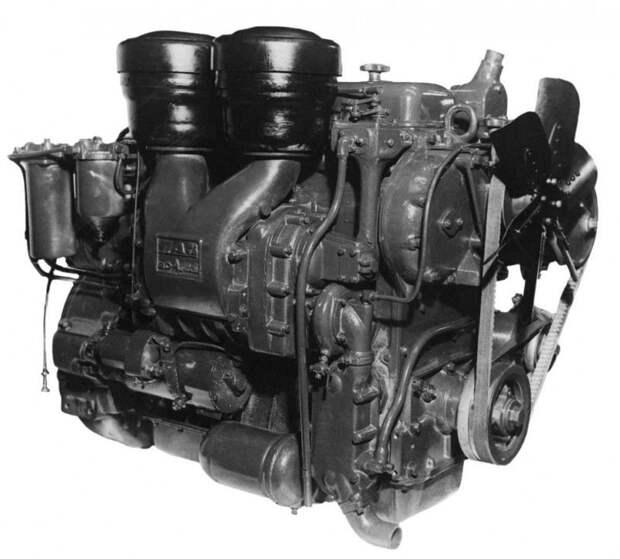 Это был двухтактный  четырёхцилиндровый агрегат с механическим роторным нагнетателем продувки  цилиндров