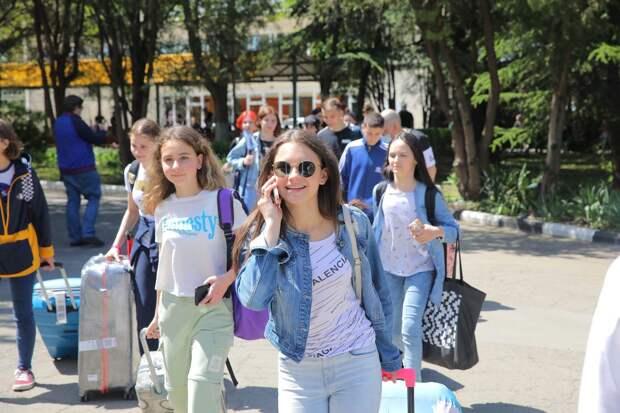 В Международном детском центре «Артек» стартовала десятая смена «Морская феерия в Артеке»