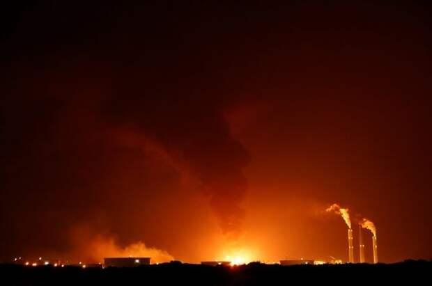 На нефтепроводе в Израиле возник пожар после обстрела из Газы