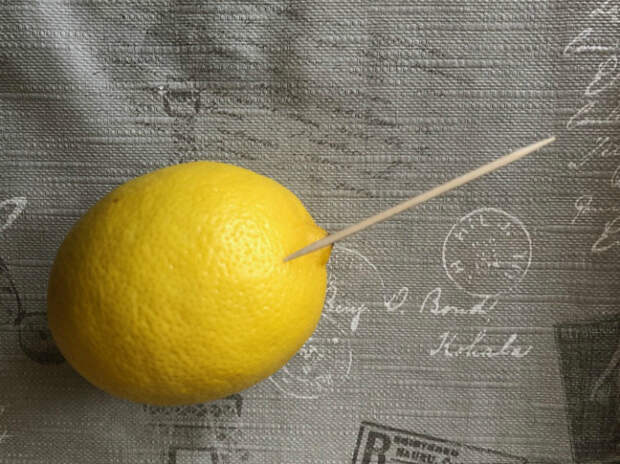 Несколько капель лимонного сока.   Фото: Дом и Хобби.