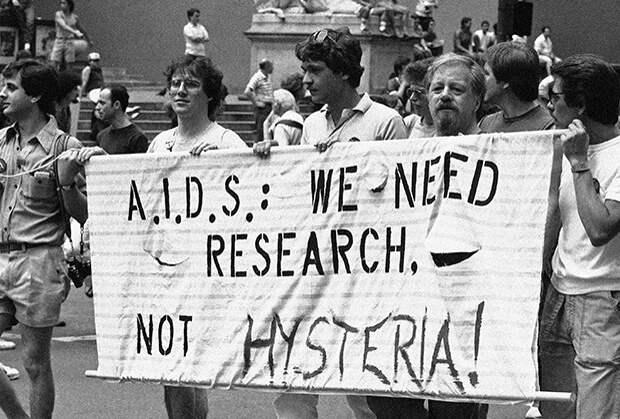«Эти бредовые идеи не могут помочь»Как журналисты годами убеждали мир, что ВИЧ не существует, а потом сами умерли от СПИДа
