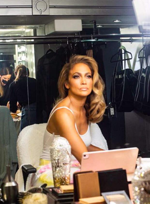 От бронзеров до блесков для губ: Дженнифер Лопес запускает свой косметический бренд