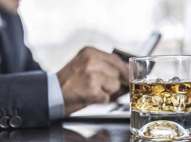Исследование: потребление алкоголя в любом количестве вредно для мозга