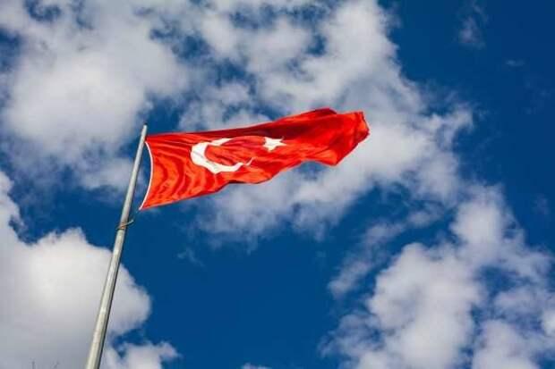 Турция показала уничтожение ЗРПК РФ и БТР-80 ударным БПЛА