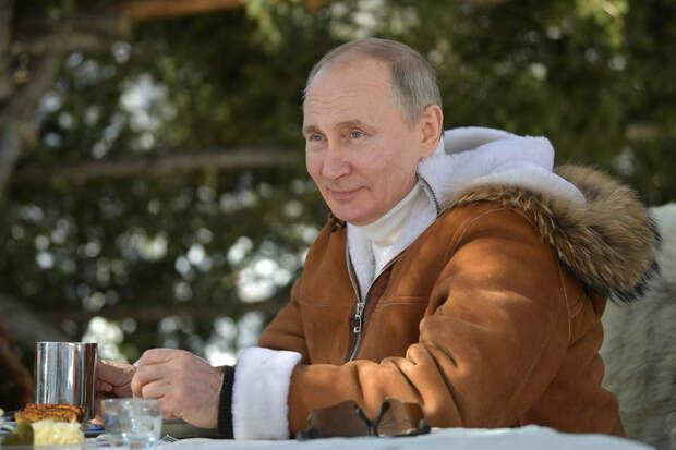 Путин сообщил, что вакцинируется от коронавируса 23 марта